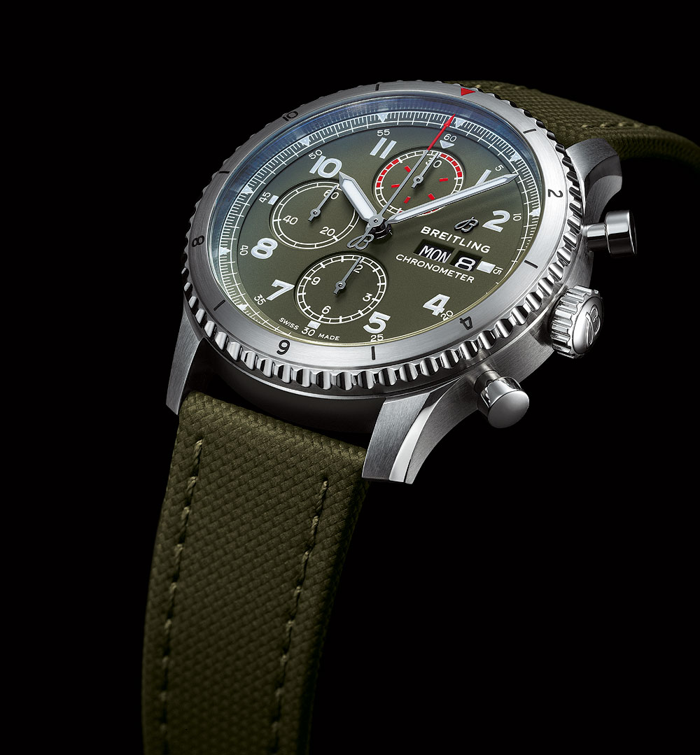 Breitling Aviator 8 Chronograph 43 Curtiss Warhawk - angle