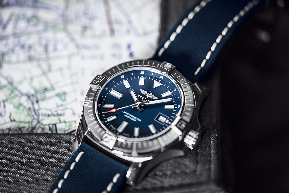 Breitling Avenger Automatic 43 - flat