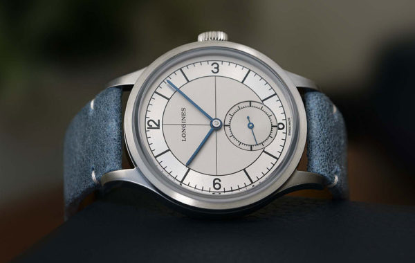 Longines Heritage Classic Sector Dial - dark blue - reclining