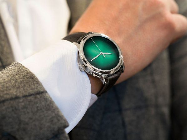 H. Moser & Cie Endeavour Centre Seconds Concept Cosmic Green - lifestyle